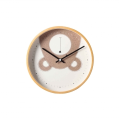 Quartz plywood wall clock with bear on the clock face